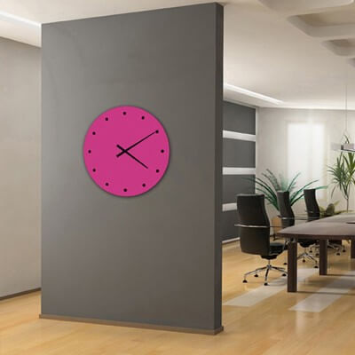 horloge murale design fuchsia