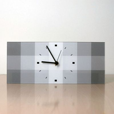 reloj moderno de sobremesa diseño QRG