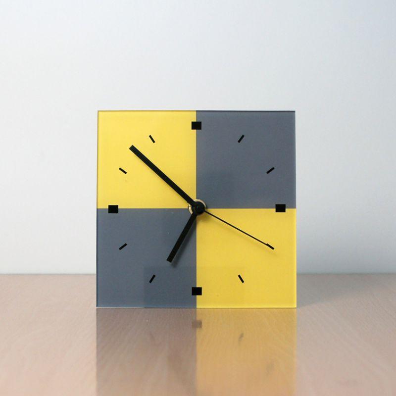 reloj moderno de sobremesa de diseño AGV