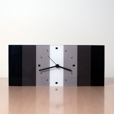 reloj moderno de sobremesa con diseño único-RRG