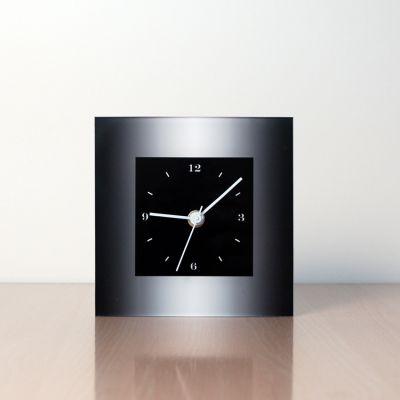 reloj moderno de sobremesa diseño MTLN frontal