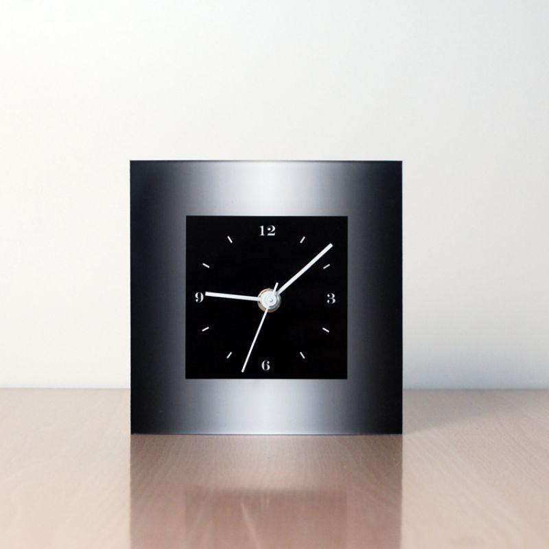 reloj de sobremesa diseño MTLN frontal