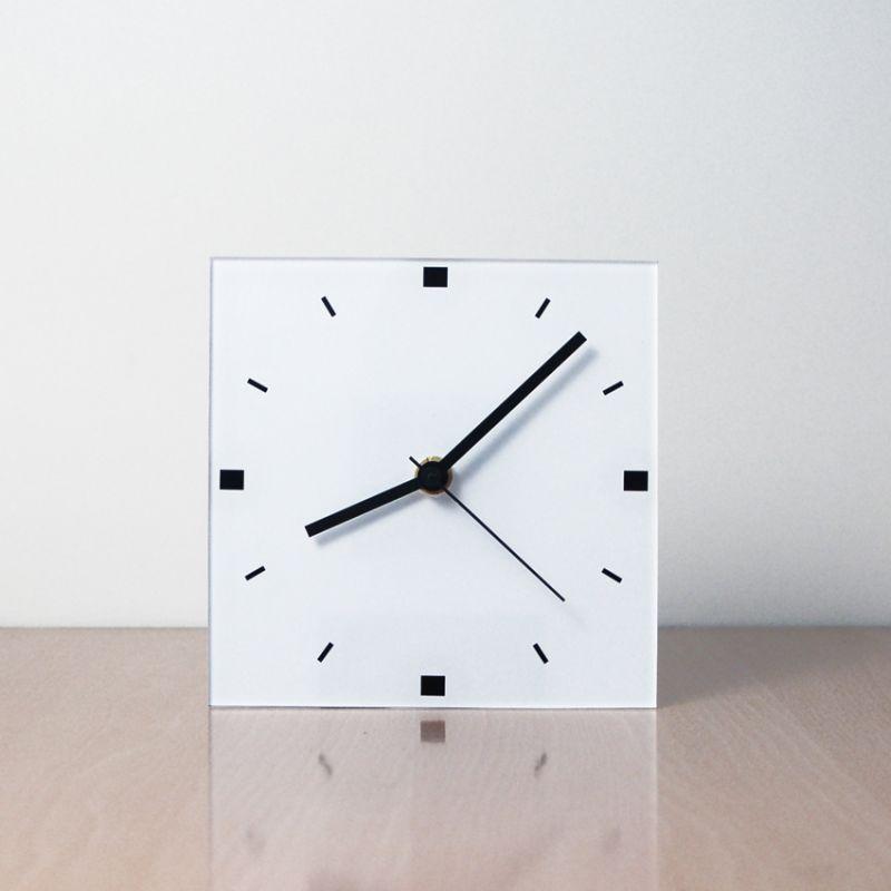reloj de sobremesa blanco diseño FQNB frontal