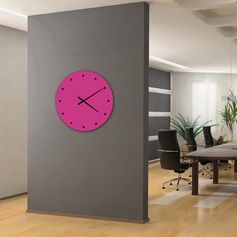 reloj de pared de diseño fucsia