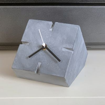 horloge de table moderne pour le salon- Cubic