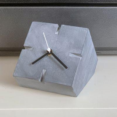 rellotge de sobretaula modern pel menjador- Cubic