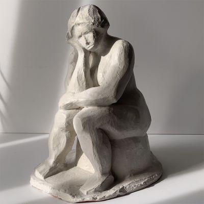 Sculpture moderne design femme pensive