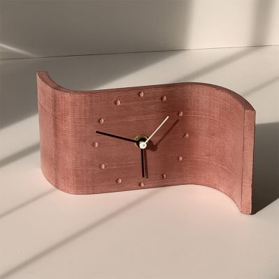 horloge de table design curve