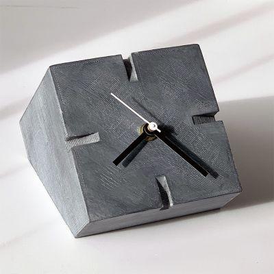 horloge de table moderne pour le salon- Cubic