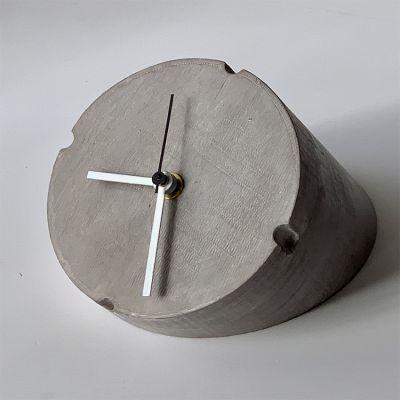 reloj de sobremesa moderno para el salón- Conic