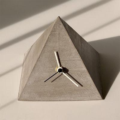 horloge de table design PYRAMID