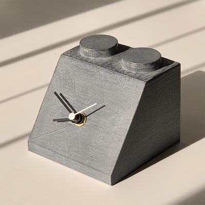 rellotge de sobretaula modern i original per decorar el menjador - disseny building 1
